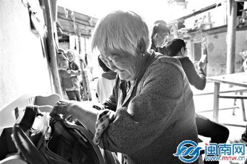 安溪75岁奶奶独自养3孙儿 一周只吃一次肉