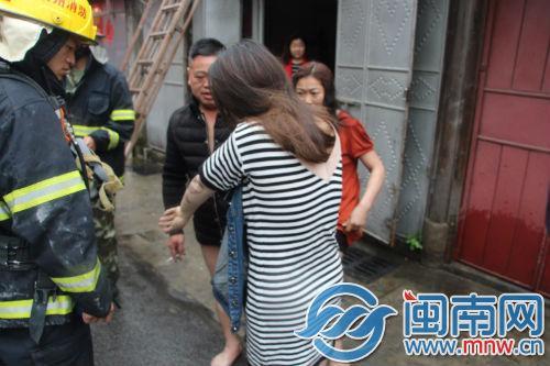 泉州鲤城西街民房着火 3名被困人员获救