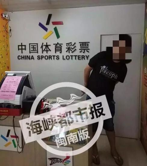男子买彩票未中奖抢劫女店主 潜逃3天后终落网