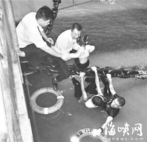 福州女童厦门轮渡码头落水 保安跳海救人