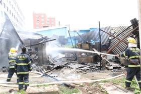 晋江一家食品厂杂物间发生火灾