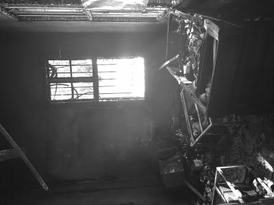 安溪一废弃保安室突然起火一楼小信箱往外冒烟