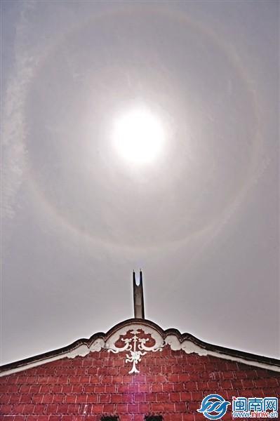 """泉州天空昨现日晕景象 像是太阳戴上了""""美瞳"""""""