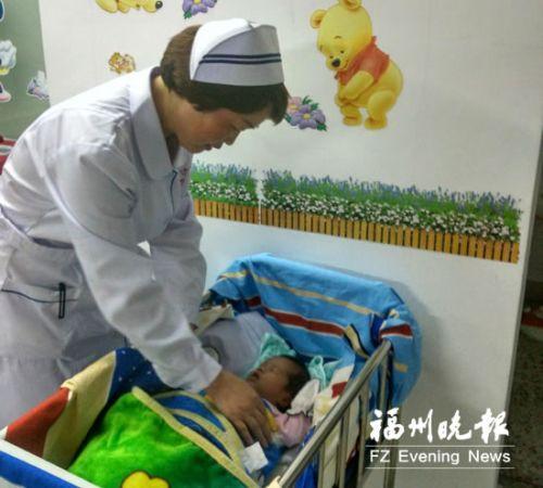 新生女婴被遗弃好心人报警送医 护士轮流当妈