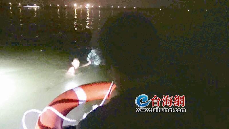 泉州台商区:落水者被卷入海 浮球成救命稻草