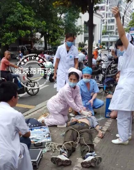 福州依伯街头突然晕倒 送医后抢救无效身亡