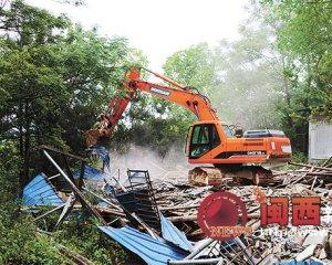 长汀策武整治清理禁养区养猪场