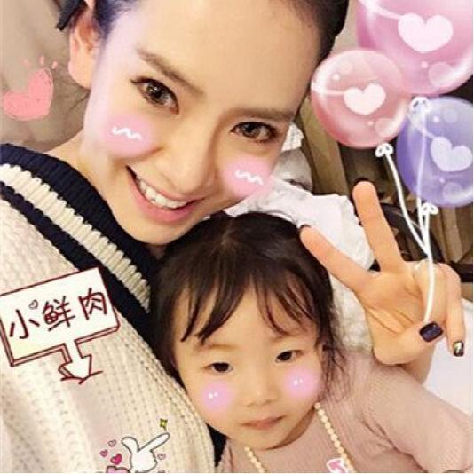 戚薇女儿近照曝光 网友:混血宝宝果然可爱