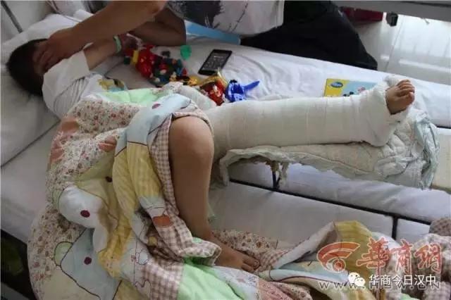 """男子撞伤小孩谎称送医扔垃圾箱 孩子信""""叔叔好人""""(3)"""