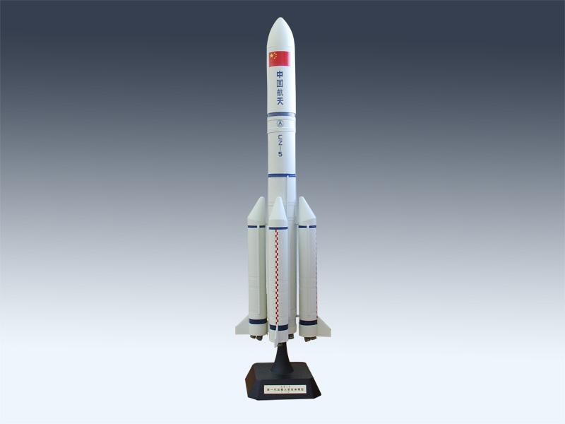"""不久前,美国第八次成功回收火箭的消息成为航天热点。中国的""""可回收火箭""""研发进展如何?技术有何不同?来自航天系统的全国人大代表和全国政协委员2日接受新华社记者采访,独家揭秘中国正在预研和论证的新型火箭技术。   可重复使用是未来趋势   安全、快速、廉价进入太空是人类的不懈追求。全国人大代表、中国航天科技集团六院科技委主任谭永华告诉记者,目前有两种基本的发展途径,一是像飞机一样自由起降的天地往返系统,技术跨度较大;二是可重复使用火箭,持续降低现有火箭的成本。   全国政协委员、"""
