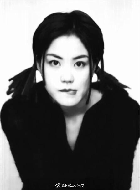 王菲常用旧照活脱扎羊角辫曝光一组黑白天搞笑图片微商的表情图片