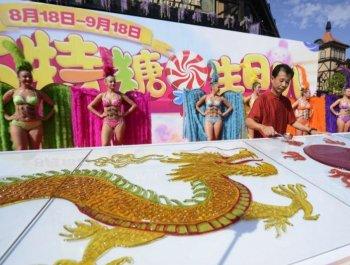 只能看不能吃 非遗传承人绘制8米巨型糖画