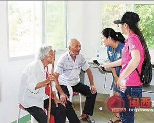 上杭义工协会及团县委看望贫困老人