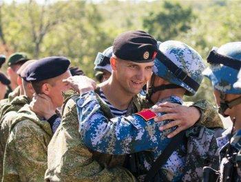 中俄海军陆战队举行联合反恐比赛