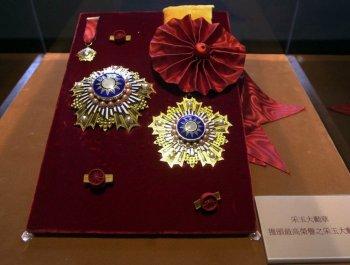 """这枚陈水扁曾经颁给自己的""""勋章"""" 为什么让绿营吵个不停?"""