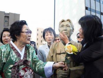 美国旧金山市慰安妇雕像揭幕