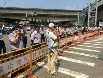 民进党开会布置大批警力顶烈阳戒备 陈抗团体零星现身