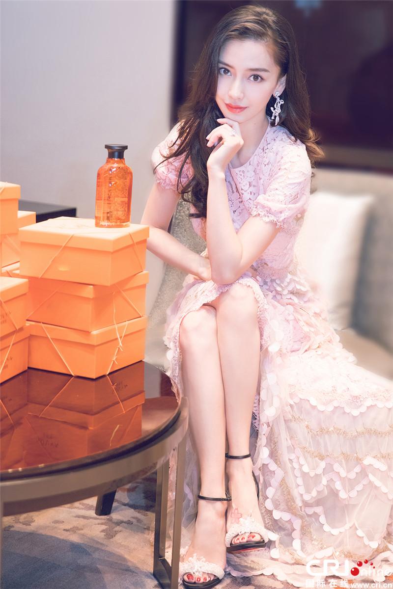 angelababy红唇亮相 婷婷袅袅典雅大方(4)