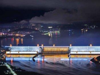 三峡大坝首次整体亮灯