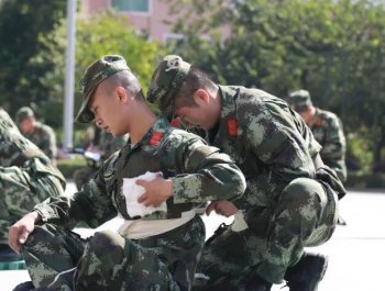 龙岩武警官兵比武 提高医疗卫生队伍的救护水平