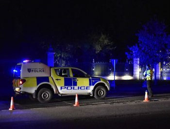 英国小型飞机与直升机相撞 4人死亡
