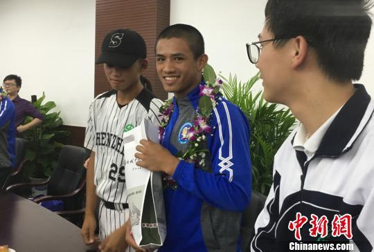 台湾学生:期望了解大陆交