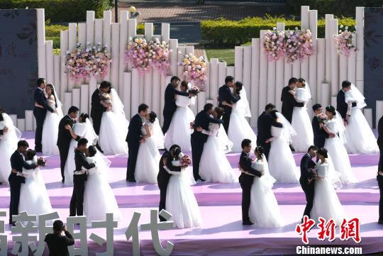 百位城市建设者厦门办集体婚礼:幸福加倍(组图)(6) 丁维民新浪博客