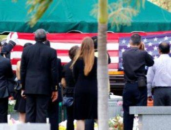 美国以全军礼安葬舍命救人华裔小英雄