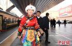 华媒聚焦两会:中国发展为全球提供新选择