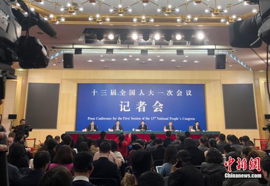 厅举行记者会,商务部部长钟山、副部长兼国际贸易谈判副代表王受