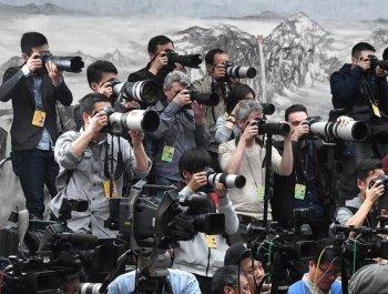 两会记者风采:向世界报道中国