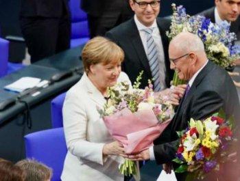 默克尔宣誓就任新一届德国总理