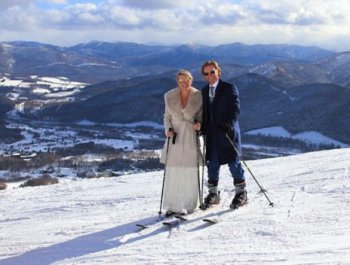 冰雪之恋!澳夫妇在日本举行雪地婚礼