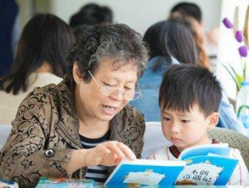 世界读书日 列车溢书香