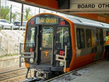 """""""中国制造""""让波士顿百年地铁焕发新生机"""
