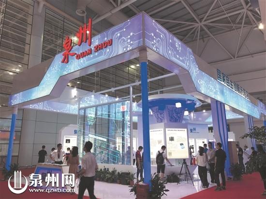 泉州馆展台参照集成电路形状设计,满满的科技感.