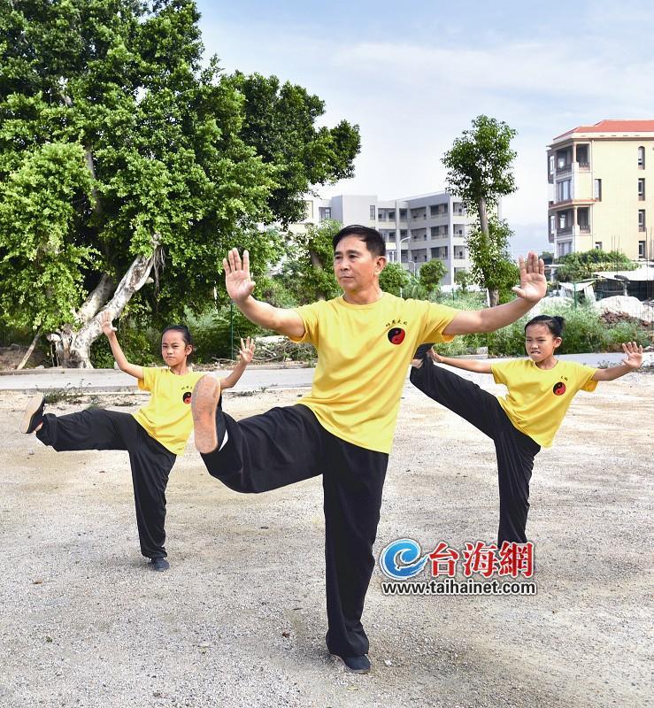 义务教授太极拳 他让更多人喜欢运动邓先宇