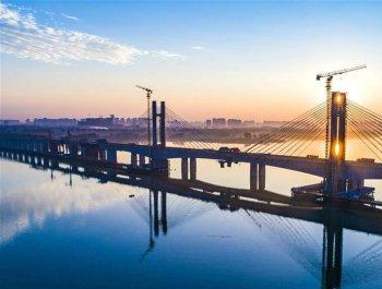蒙华铁路汉江特大桥完成挂索