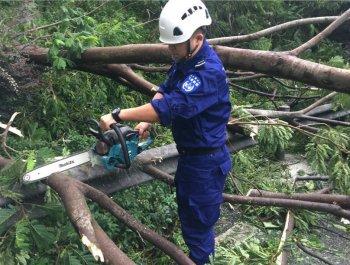 厦门飞鹰救援队抵达深圳参与灾后救援