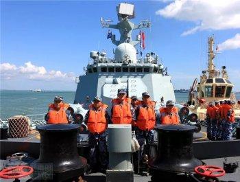 中国海军黄山舰载誉归来