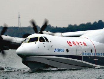 AG600水上首飞腾空瞬间