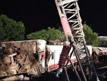 台湾火车出轨事故 现场惨不忍睹
