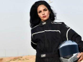 开车解禁还不够 沙特美女要当赛车手