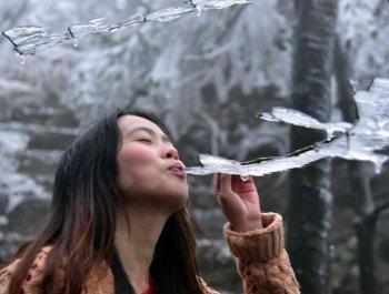 广东清远出现入冬首场冰挂