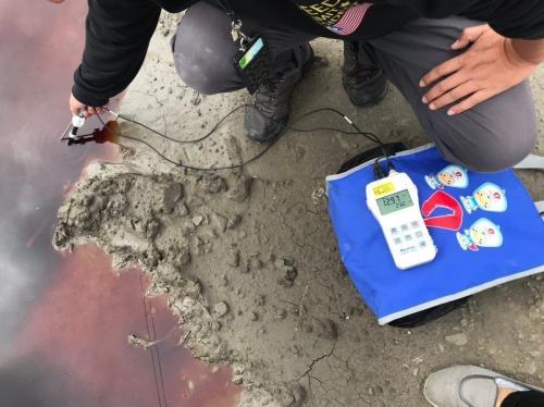 《开心快三》_台湾新竹溪流遭工厂废毒液染红 恐面临重罚刑责