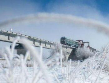 川藏铁路拉林段冒雪施工忙