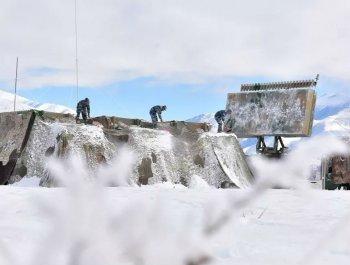 -21℃,导弹在高原雪野起竖