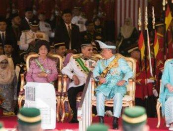 马来西亚新任最高元首宣誓就职