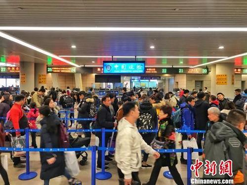 2018年中国公民出境游人数逼近1.5亿人次