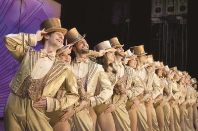 过时的创作法何以成就了经典——音乐剧《歌舞线上》的震撼与悖论
